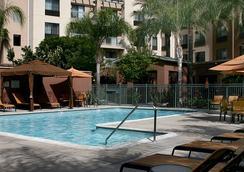 洛杉磯伯班克機場萬怡酒店 - 伯班克 - 游泳池