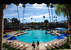 影山度假酒店&俱樂部 - 棕櫚荒漠 - 游泳池