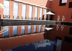 阿爾卡拉套房生態飯店 - 馬德里 - 游泳池