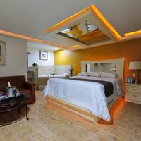 Romantic Inn & Suites Guestroom