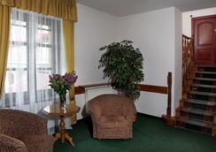 福圖納比斯酒店 - Krakow - 大廳