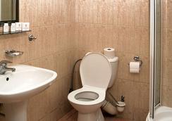 福圖納比斯酒店 - Krakow - 浴室
