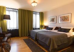 菲爾索酒店 - 于韋斯屈萊 - 臥室