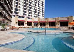 奧蘭多國際大道華美達廣場套房度假酒店 - 奧蘭多 - 游泳池