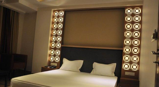 Hotel B And B - 蘭契 - 臥室