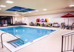 科克利酒店 - Lynchburg - 游泳池