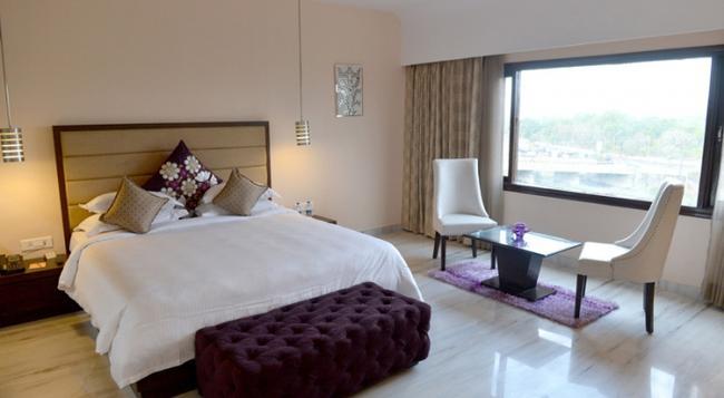 Q Hotel - 烏代浦 - 臥室