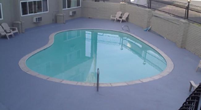 Econostudios - 斯托克頓 - 游泳池