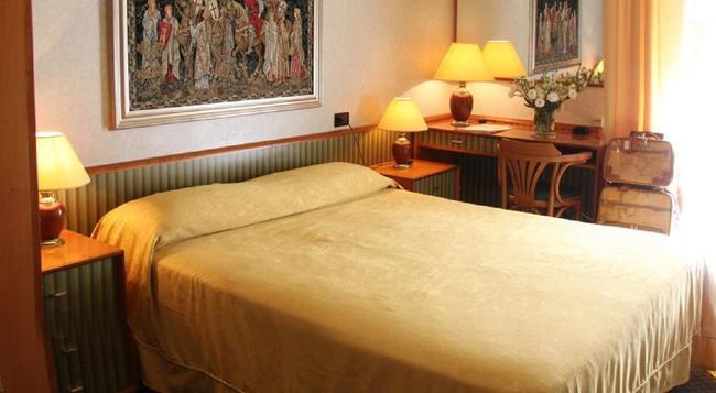 Hotel Marittima - 里米尼 - 臥室