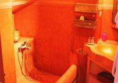 里亞德鋁努爾庭院旅館 - 馬拉喀什 - 浴室