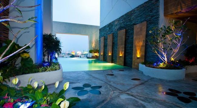 Grand Howard Hotel - 曼谷 - 酒吧