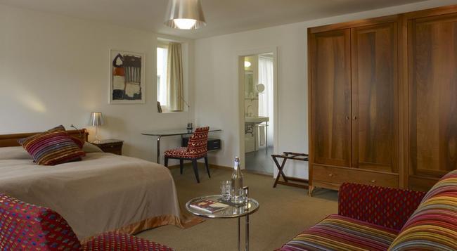 Hotel Saratz - 蓬特雷西納 - 臥室