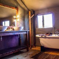 Buffelsdrift Game Lodge Bathroom