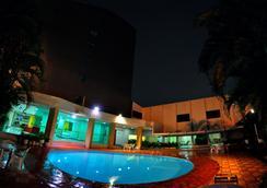 布里斯旅館酒店 - 戈亞尼亞 - 游泳池