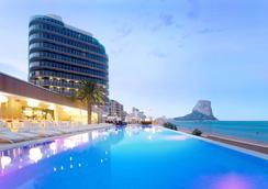 陽光與海大酒店 - 卡爾佩 - 游泳池