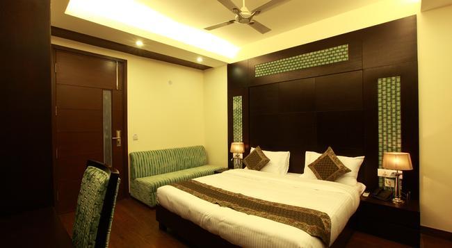 Hotel Zara Grand - 新德里 - 臥室