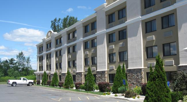 Holiday Inn Plattsburgh (Adirondack Area) - Plattsburgh - 建築