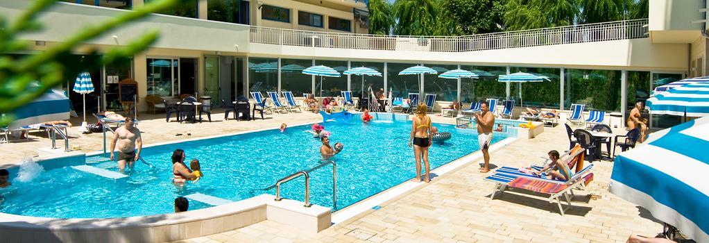 Miami - Jesolo - 游泳池