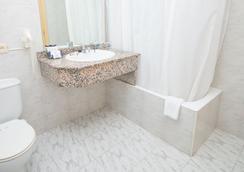 阿米克節慶酒店 - 帕爾馬 - 浴室