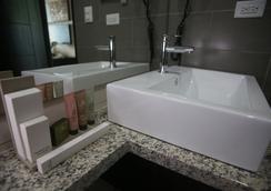 阿蘭胡埃斯套房酒店 - David - 浴室