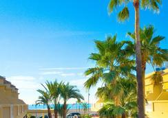 RH卡薩布蘭卡套房酒店 - Peniscola - 游泳池