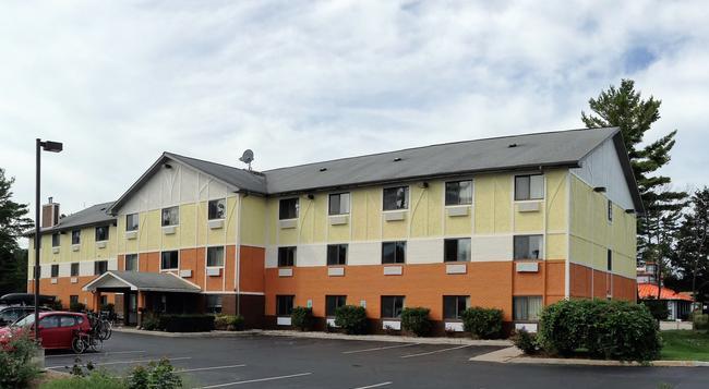 Days Inn & Suites - 特拉弗斯城 - 建築