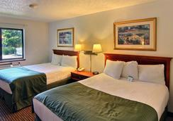 Days Inn & Suites Traverse City - 特拉弗斯城 - 臥室