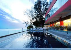 檳城仙特拉海景酒店 - 喬治市 - 游泳池