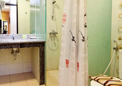 斯威特卡琳娜酒店 - 萬隆 - 浴室
