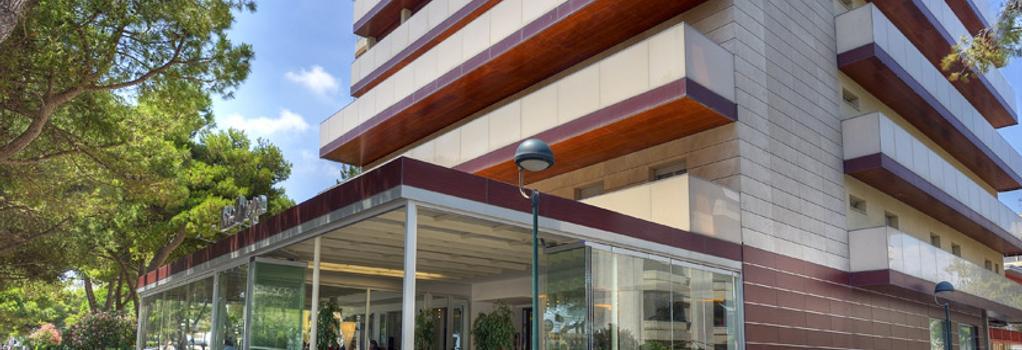 Hotel Europa - 利尼亞諾薩比亞多羅 - 建築
