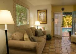 Villa Rosa Inn - Palm Springs - 客廳