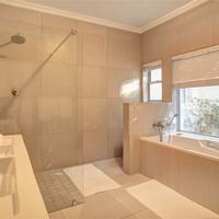 Ocean Watch Guest House Bathroom
