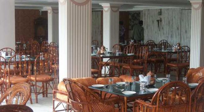 Hotel Maan Residency - 艾哈邁達巴德 - 餐廳