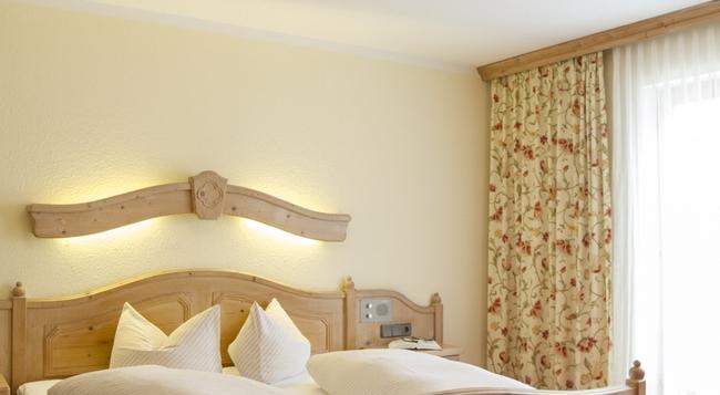 Hotel Gasthof Traube - 普範德斯 - 臥室