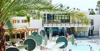 艾斯游泳俱樂部棕櫚泉酒店 - Palm Springs - 游泳池