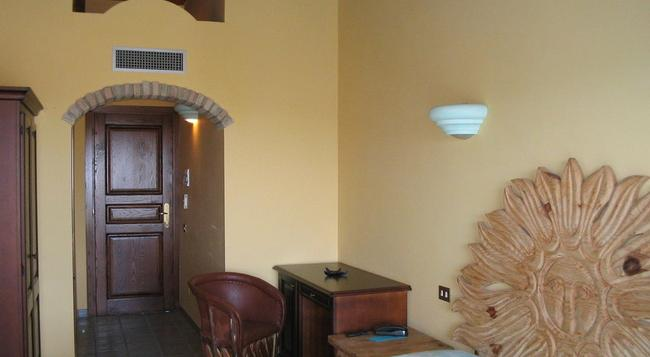 Hotel Dell'Ancora - 維拉西米烏斯 - 臥室