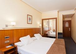 康姆波斯特拉蘇伊德酒店 - 聖地亞哥-德孔波斯特拉 - 臥室