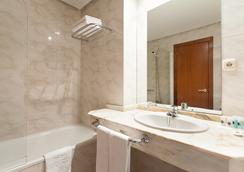 康姆波斯特拉蘇伊德酒店 - 聖地亞哥-德孔波斯特拉 - 浴室
