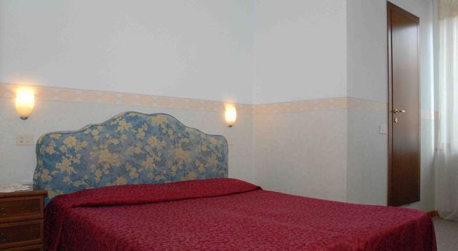 Hotel Capri - 羅馬 - 臥室