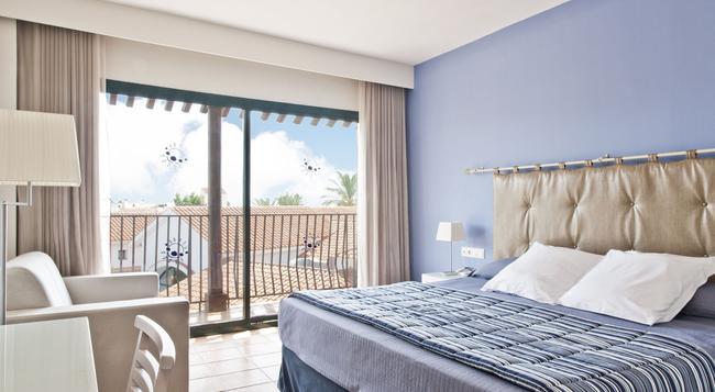 Hotel Portaventura - Theme Park Tickets Included - 薩洛 - 臥室