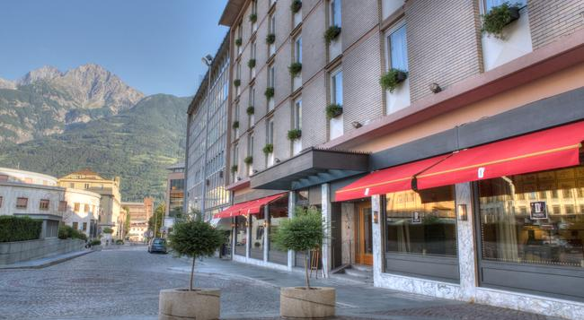 Hotel Duca D'Aosta - 奧斯塔 - 建築