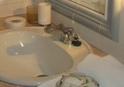 金塔九重葛酒店 - 奧爾塔 - 浴室