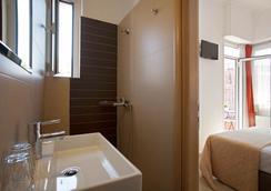 大都市酒店 - 雅典 - 浴室