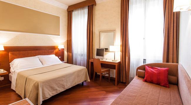 Hotel Madrid - 羅馬 - 臥室