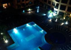 莫加多爾門扎公寓酒店 - 馬拉喀什 - 游泳池