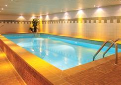 科隆萊昂納多飯店 - 科隆 - 游泳池