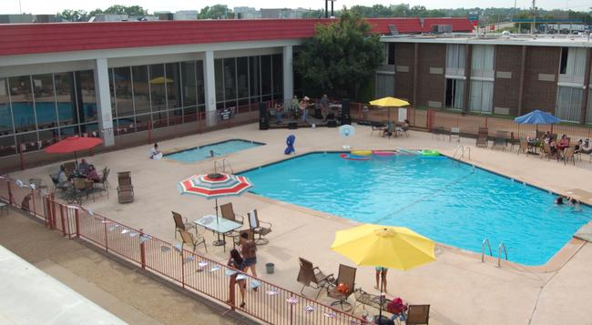 Ramada Oklahoma City Near Bricktown - Oklahoma City - 游泳池