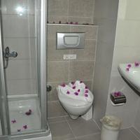Kleopatra Celine Hotel Bathroom