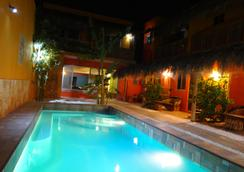 B&B Casa Juarez - 拉巴斯 - 游泳池