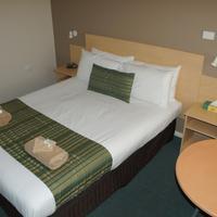 Green Gables Motel Standard queen room